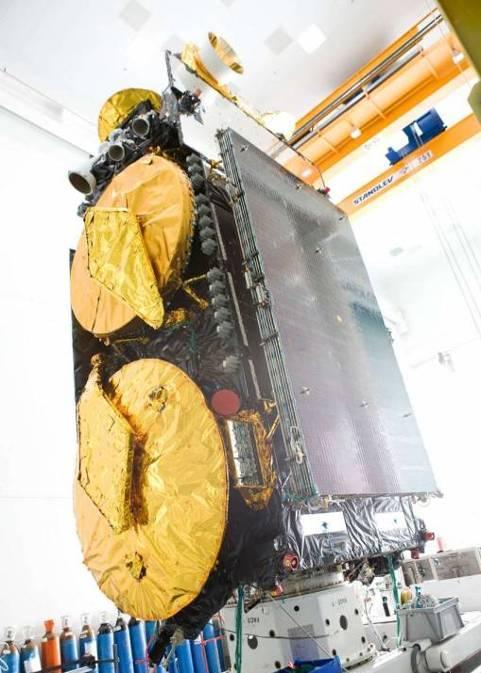 Source : Photographies du satellite W2A dans une salle blanche de Thales Alenia Spaces, Cannes La Boca.